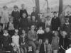 Schulklasse 1932 mit Lehrer Buchholz & Pastor Junkersfeld (Quelle NN)