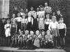 Schulklasse mit Lehrerin Maria Selzer (Quelle NN)